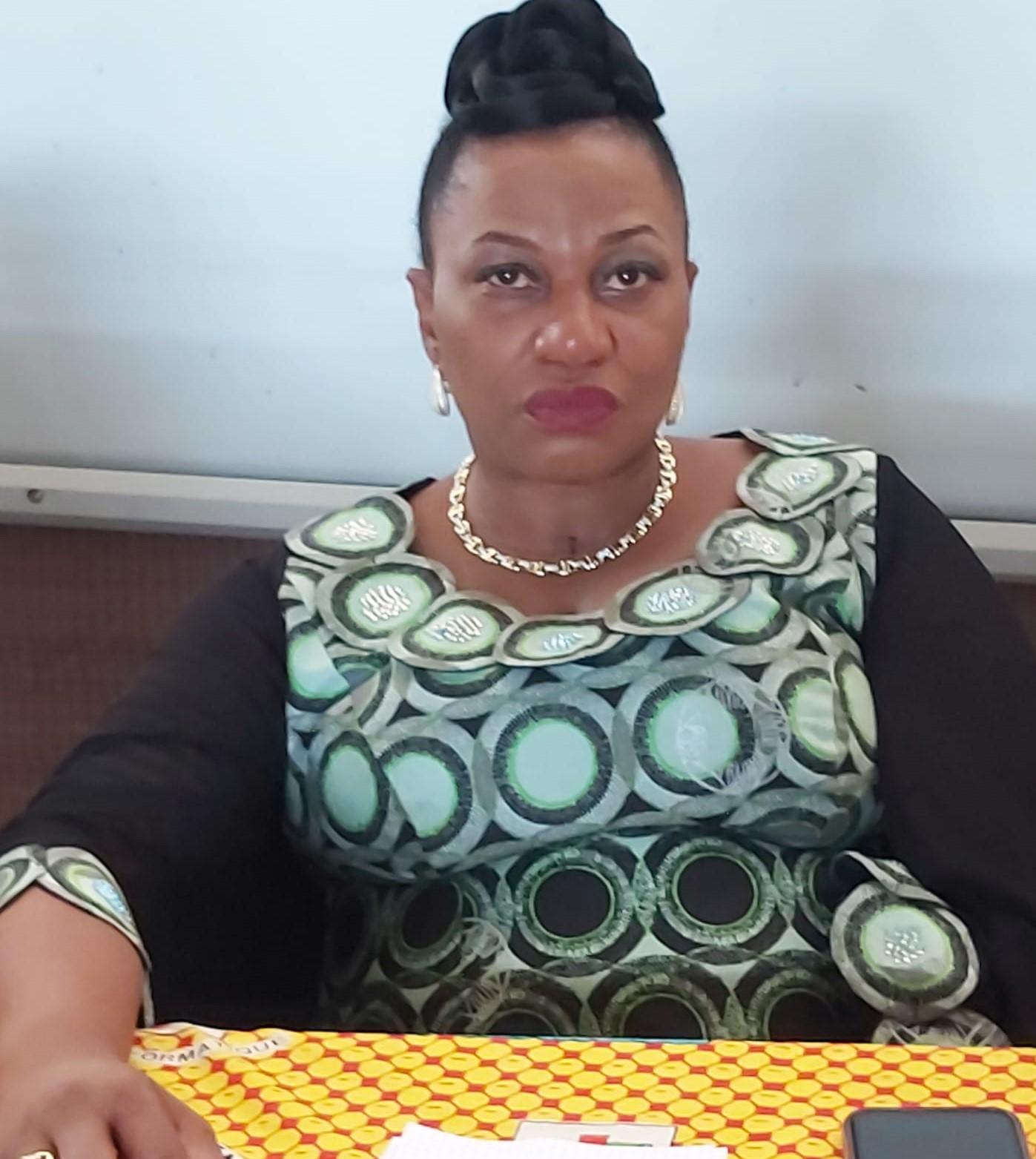 Photo of L'ouvrage « Je dénonce et je dis non aux violences sexuelles » porté sur les fonds baptismaux