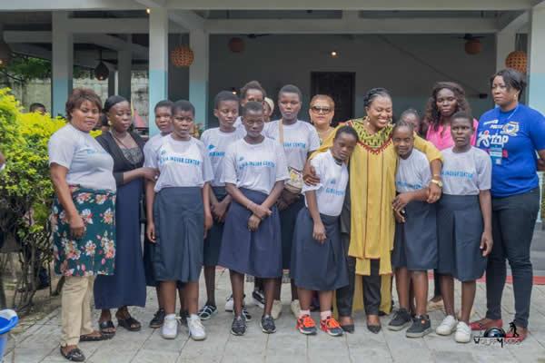 Photo of Noël: Chantal Yelu Mulop associe Florent Ibenge, Bodo, Dauphin Bulamatari… pour fêter avec les enfants