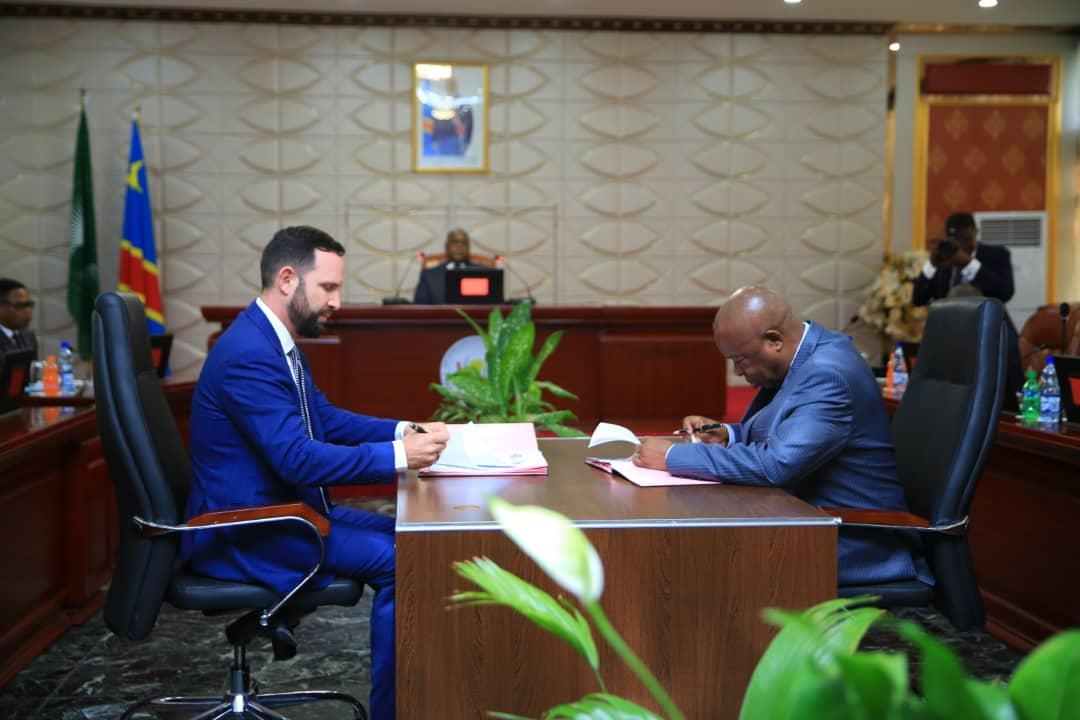 Photo of Devant Félix Tshisekedi, un protocole d'entente signé entre le Ministère de l'Agriculture et Vital Capital