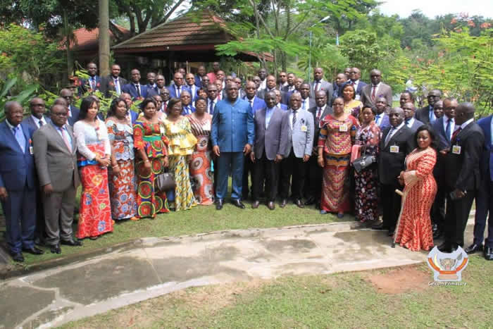 Photo of Félix Tshisekedi a présidé le dernier Conseil des ministres de l'année à Zongo